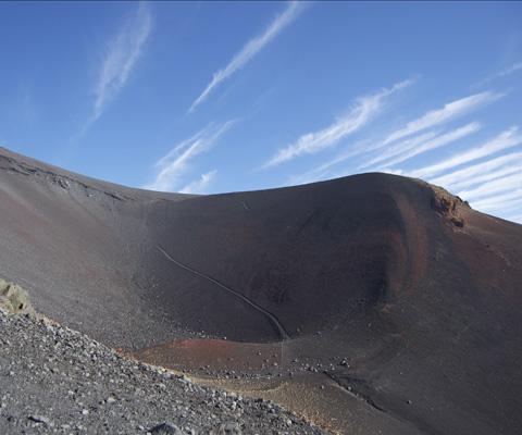 宝永火口写真 宝永火口ご案内 宝永火口は1707年の宝永大噴火で誕生した火口で、1番... 宝永